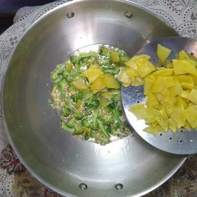Step 4 Fritata Kentang Brokoli #JagoMasakMinggu4Periode3