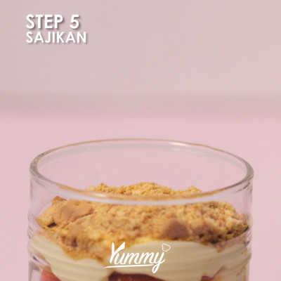 Step 5 Strawberry Banana Cheesecake Salad