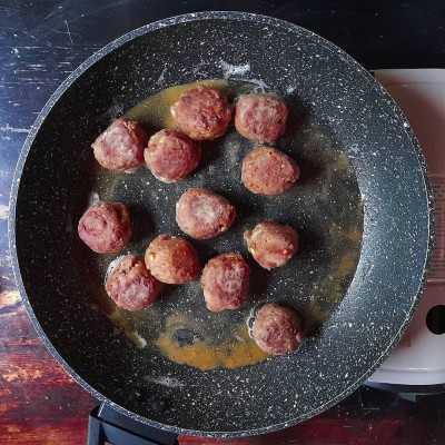 Step 3 Spaghetti and Meatballs